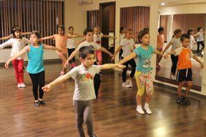 Dansul, un sport cu beneficii si pentru baieti