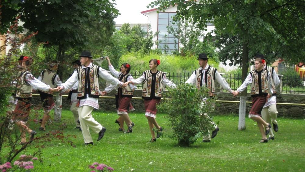 Dansul popular, poarta spre identintatea nationala a unui popor